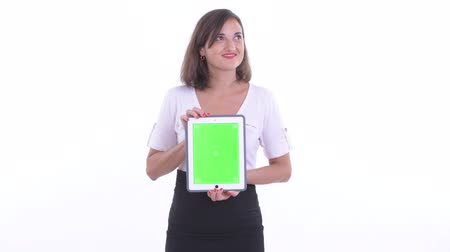 capelli corti : Happy beautiful businesswoman thinking while showing digital tablet