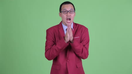 ovation : Happy Asian businessman with eyeglasses clapping hands