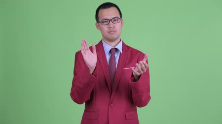 ovation : Asian businessman with eyeglasses clapping hands