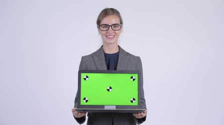 átnyújtás : Young happy businesswoman talking while showing laptop
