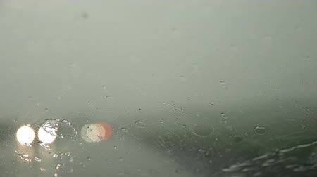 stoplight : Rain drops on the windshield of the car. Stock Footage