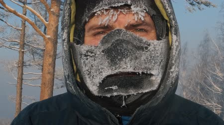 arktický : Close-up of the frozen face of a young happy man. Dostupné videozáznamy