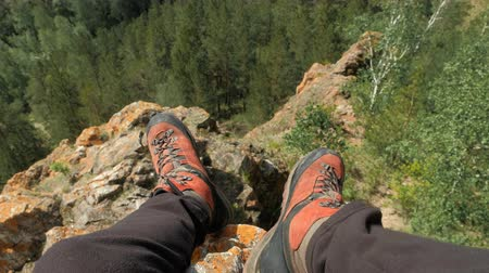 obuwie : Traveler man resting in the mountains. Point of view shot.