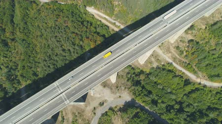 strukturální : Top view of highway bridge with yellow and white truck driving along Dostupné videozáznamy