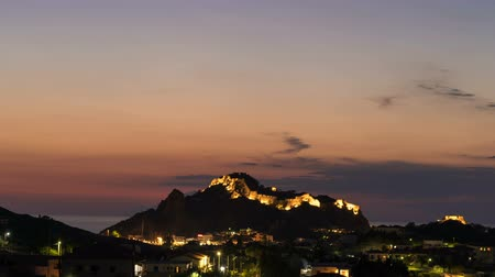 nápadný : Time lapse of scenic city lights in Myrina, Greece. Beautiful night sky above the Castle of Myrina
