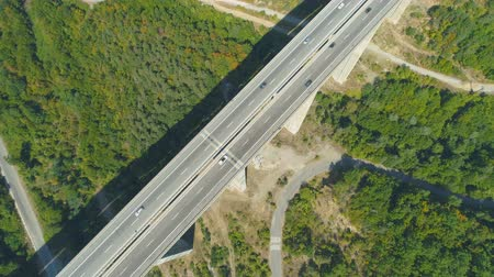 passagem elevada : Top view of Bebresh Viaduct traffic during summer season in Bulgaria Vídeos