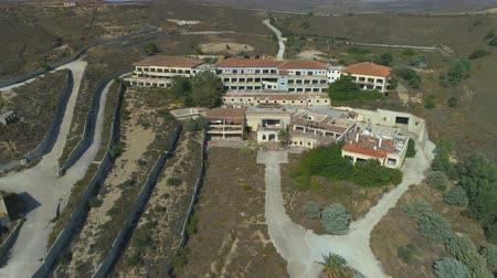 Abandoned Hotel with broken windows and empty streets in ghost town in Greece Vidéos Libres De Droits