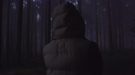 mlhavý : Lost person concept. Tourist lost in deep woods in the night looking for mobile coverage desperate