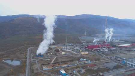carvão gigante : Aerial view of copper smelter and refinery Factory in open field. Smoking pipes chimney drone view