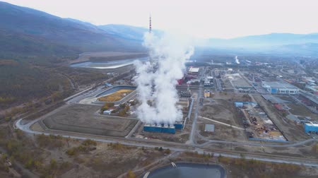dioxid : Smoke coming out from refinery pipes. Ecological problem concept Stock mozgókép