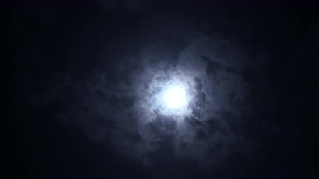 fáze : Epic clouds covering full moon in dramatic scene in the night sky