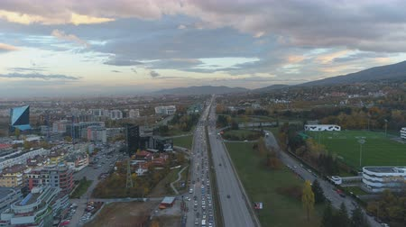 мостовая : Scenic sky with colorful clouds above rush hour traffic in Sofia, Bulgaria Стоковые видеозаписи