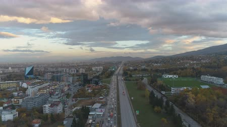 visão global : Aerial view of of traffic congestion at a Motorway Junction in Sofia, Bulgaria Stock Footage