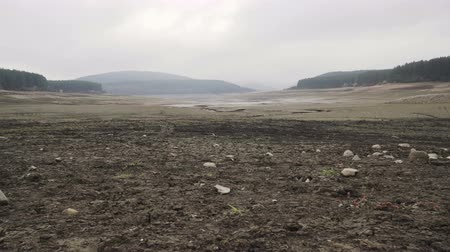 visão global : Panoramic view of catastrophic drought in Bulgaria. Studena dam almost dried up Stock Footage