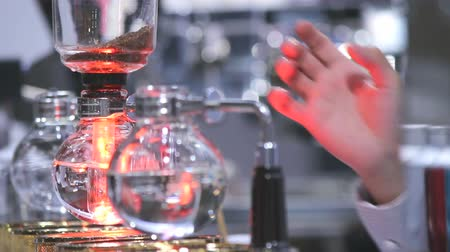 immersione : Footage syphon Coffee or Vacuum Coffee is full immersion tasteful and Barista mix coffee and hot water in vacuum glass chambers by Beam heater.