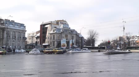 signe plus : Circulation dense dans Bucarest Pan-Shot