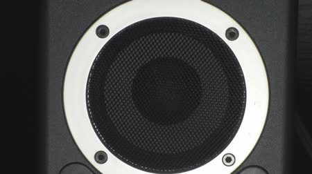 reproduktory : Turning Up The Volume On A Speaker, Bass, Reflex, Music Close-Up Dostupné videozáznamy