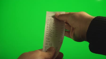 evidência : Hands Looking At A Receipt And Then Throwing It Away On A Green Screen, Chroma