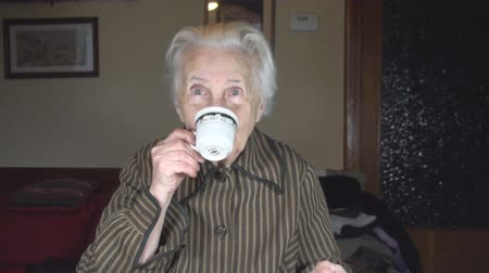 cidadão idoso : Old Lady Drinking A Cup Of Coffee Front-Shot