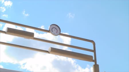 barometr : Beer Barometer With A Beautiful Blue Sky And White Fluffy Clouds, Pan
