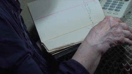 adresář : 98 Years Old Woman,Searching Through Address Book, Hand Detail, Elderly, Pan