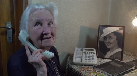 hajápoló : 98 Years Old Woman Talking On The Phone, With Her Photo On The Side, Pan Stock mozgókép