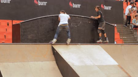 façanha : Skate Rollers Performing In Extreme Sports Contest, Ramp, Speed, Teenagers