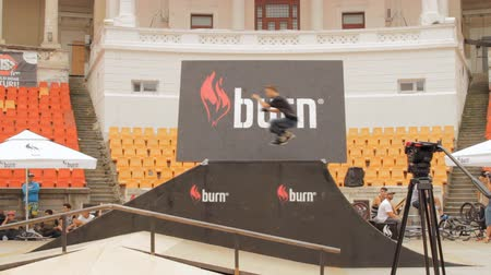 façanha : Skate Roller Performing In Extreme Sports Contest, Ramp, Speed, Medium Shot