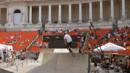façanha : BMX Bikers Warming Up For Extreme Sports Contest, Ramp, Speed, Medium Angle
