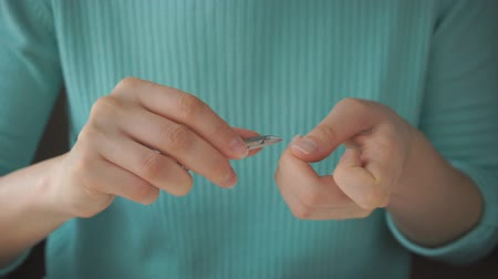 Girl makes herself manicure with tweezers Filmati Stock