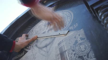 шедевр : The artist draws the markup on the stone top view
