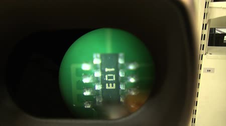 nanotechnologia : Check with micro soldering magnifying glass of a transistor on the electronic board