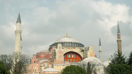 ziyaret : Hagia, Aghia Sophia Mosque, Church, Cathedral, cloudy, museum, Istanbul, Turkey Stok Video