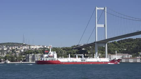przesyłka : Red merchant crude oil tanker ship crossing Bosporus Bridge