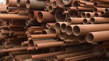 paslanmış : Rusty metal iron long bunch pipes in several different diameters together. Stok Video