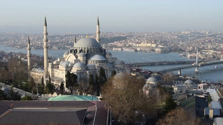 минарет : Aerial view of Istanbul city skyline Mystique Suleymaniye Mosque Golden Horn sunset