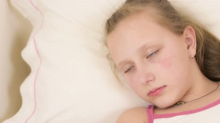 uykuda : Beautiful big blue eyed teenage girl fall asleep on white bed close up