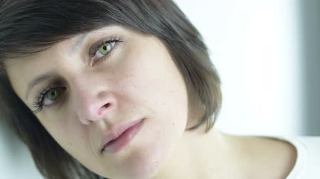 беспокоюсь : Emotional states: Close up portrait of beautiful green eyed brunette adult woman is in sad and pensive mood isolated Стоковые видеозаписи