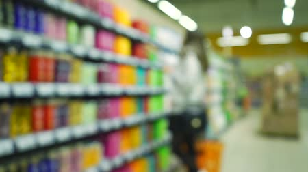 şampuan : Blurred girl chooses shampoo in supermarket, bokeh slow motion video Stok Video