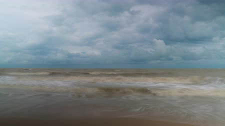 árapály : Sea tide and clouds time lapse video Stock mozgókép