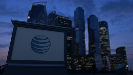 telegrafo : scheda segnaletica strada con American Telephone and Telegraph Company logo AT & T Filmati Stock