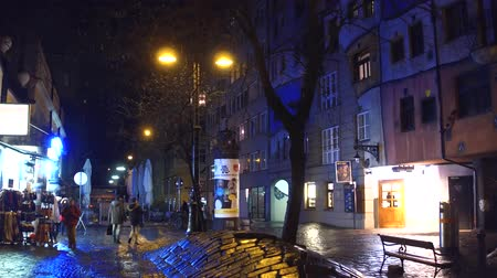 expressionism : VIENNA, AUSTRIA - DECEMBER, 24, 2016 Steadicam shot of tourists walking near famous expressionist Hundertwasser House at night. Stock Footage