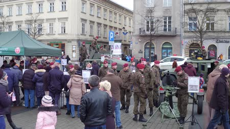 sivil : KRAKOW, POLAND - JANUARY, 14, 2017 Polish army personnel demonstrate mortars at WOSP show.