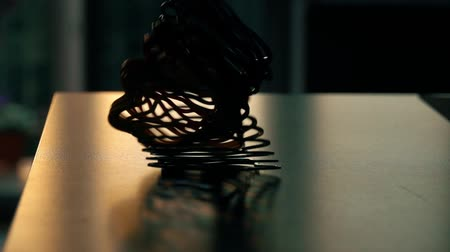 отскок : Recoiling toy spring on the table, slow motion video. Energy conservation concept