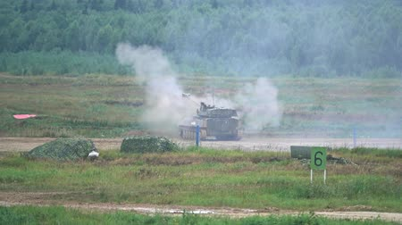 отскок : Slow motion shot of shooting Russian army self-propelled artillery