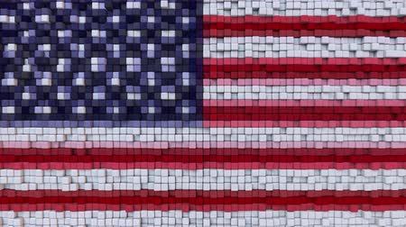 dalgalanan : Stylized mosaic American flag made of moving pixels, seamless loop motion background Stok Video