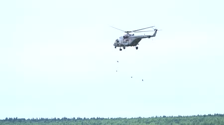 mi : MOSCOW REGION, RUSSIA - AUGUST 25, 2017. Slow motion shot of tethers being dropped from Mil Mi-8 helicopter Stock Footage