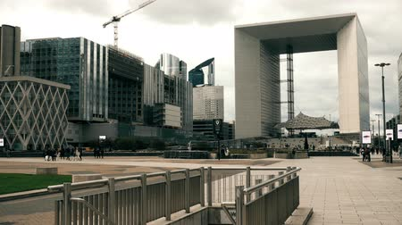 arche : PARIS, FRANCE - OCTOBER 8, 2017. Square near famous Grande Arche de la Defense Stock Footage