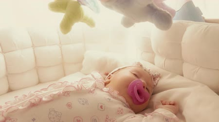 младенчество : Cute baby girl sleeping in her cot