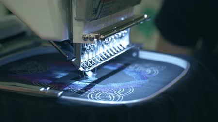bordado : Modern embroidery machine at work Stock Footage
